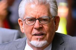 Rolf-Harris-arrives-at-Southwark-Crown-Court